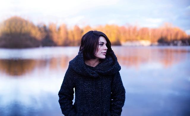 žena na podzim