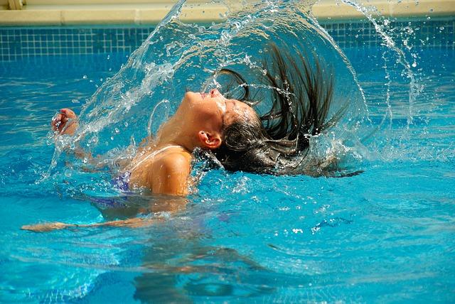 Koncentraci chlóru vám pomůže skokově navýšit přípravek chlor shock