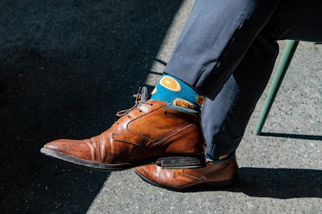 ponožky barevné, boty, nohy