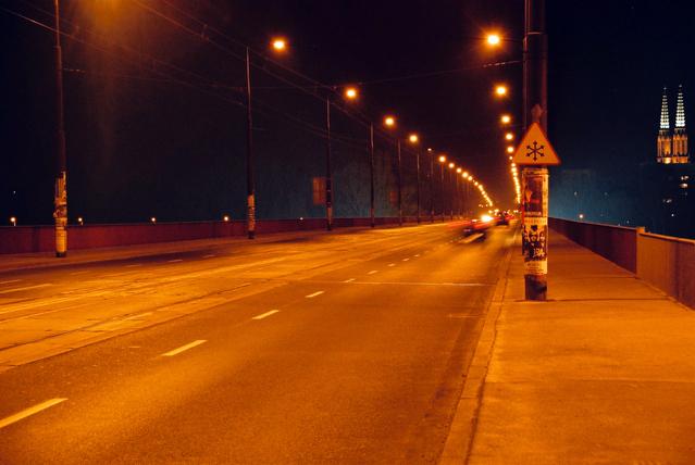 večerní automobilový provoz.jpg