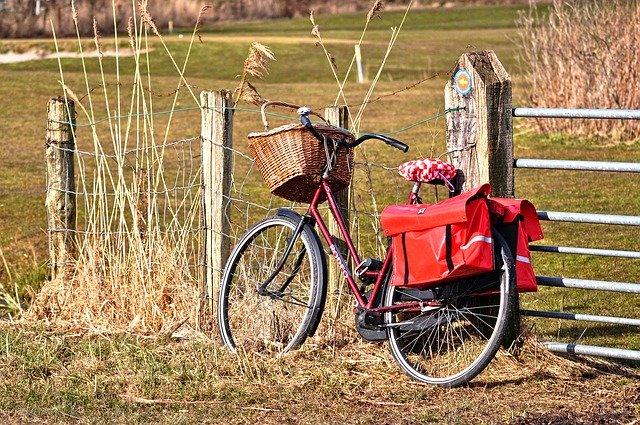 kolo s ekologickým košem na umístění nákupu